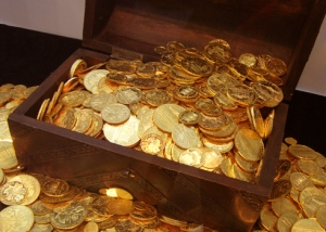 gold-coin-wooden-box