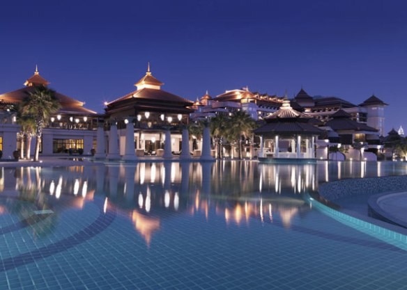 Night falls on the Anantara Dubai
