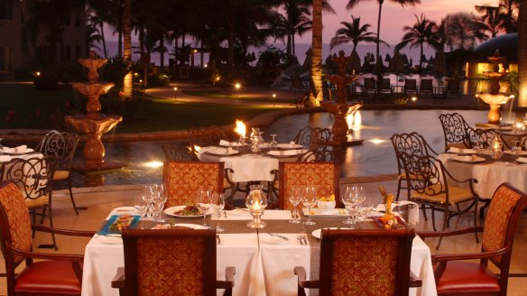 Villa La Estancia dining at night