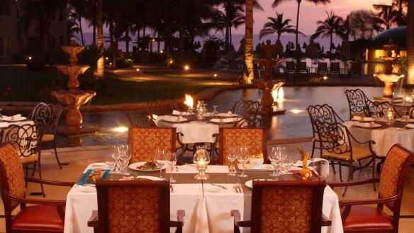 Villa La Estancia dining at night